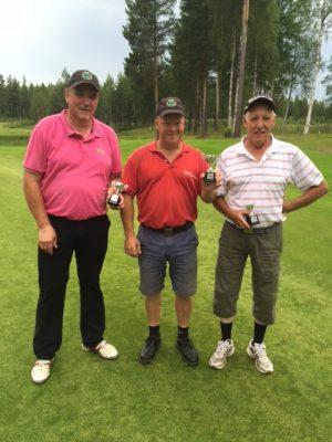 Glada pristagare i Baltzar Open 2016. Från vänster Peter Höglund, 2:a, Torbjörn Sennström segrare och Lennart Löfgren, 3:a.