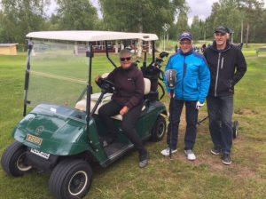 Vinnande lag i midsommarscramblen Gerd Rinzén, Lennart Löfgren och Göran Nilsson.